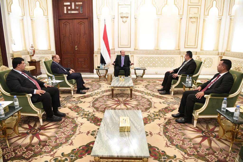 شاهد .. أول ظهور رسمي للرئيس اليمني
