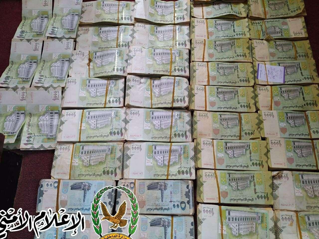 تعز : مصادرة مبالغ كبيرة وجديدة من العملة اليمنية قديم طبعة جديدة .. تعرف على التفاصيل