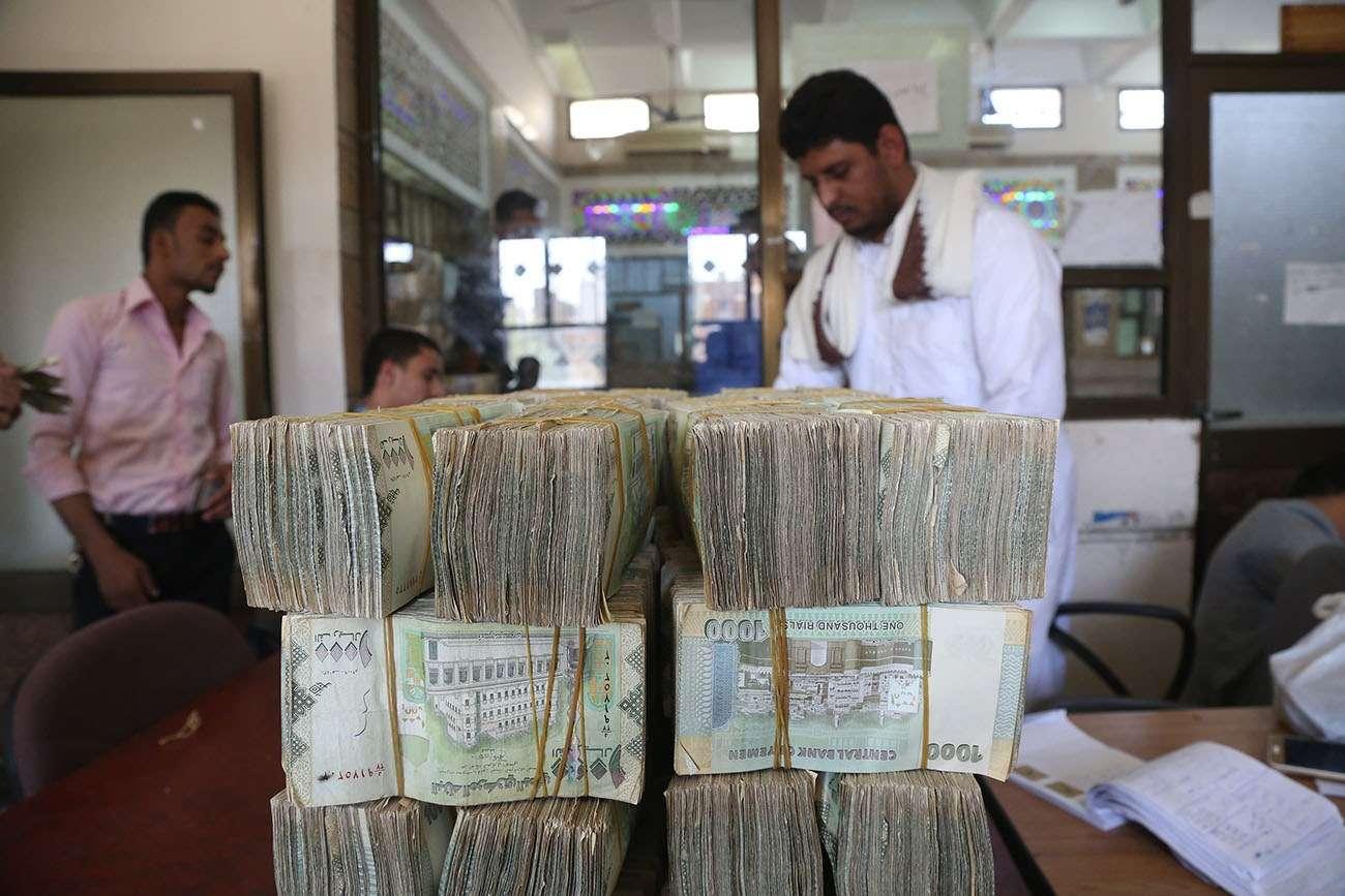 هام وعاجل .. الريال اليمني يسجل انخفاضاً جديد .. أسعار الصرف في صنعاء وعدن اليوم الأحد