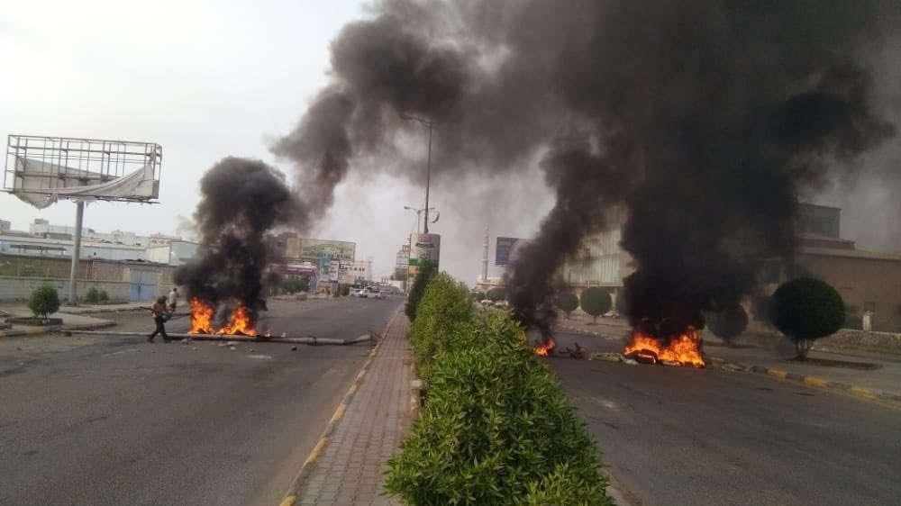 هذا ما يحدث في عدن الآن .. تواصل الاحتجاجات ومقتل مدني وإصابة آخرين في الشيخ عثمان و